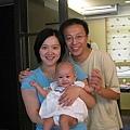 假全家福,中間是Samantha的女兒(謝謝Josephine提供照片)
