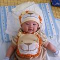 我們給她買的獅子裝