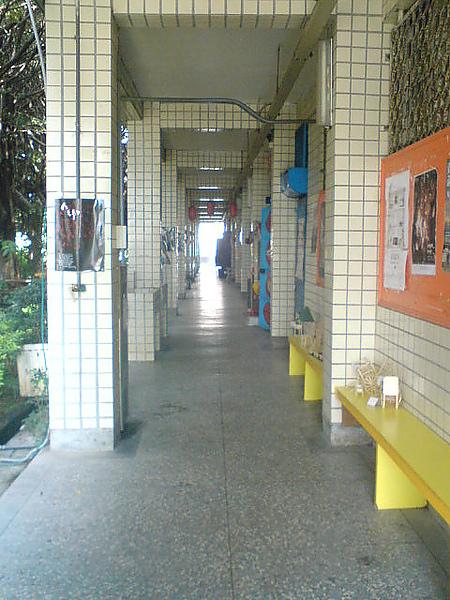 美術班前走廊