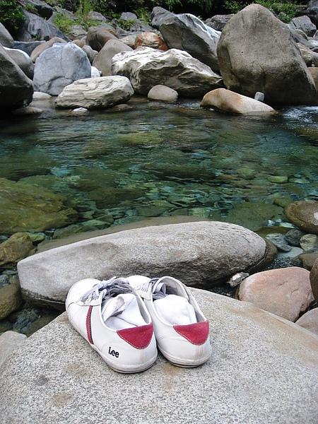 砂卡礑與大鞋.JPG