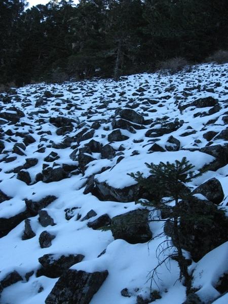 石瀑:因為太冷,石頭都爆開了