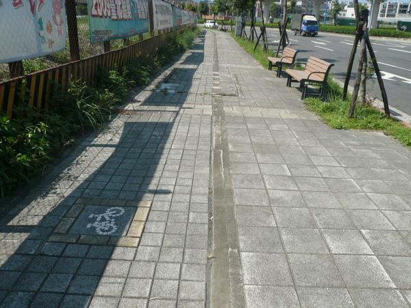 寬闊的人行道