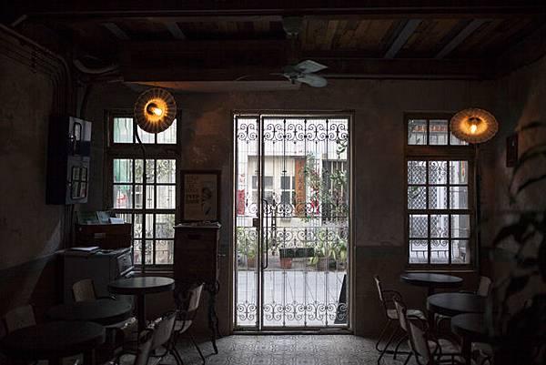 高雄自助婚紗推薦外拍景點:文青餐廳