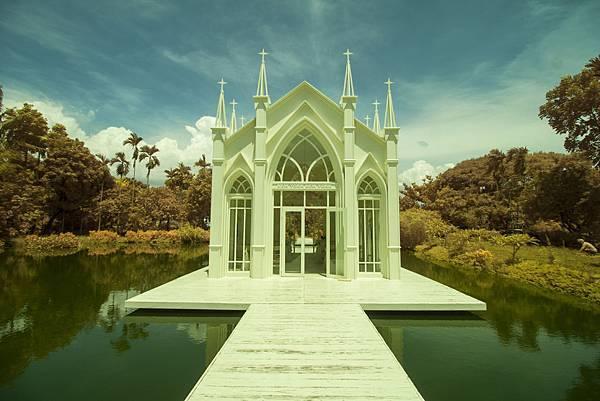 高雄自助婚紗新人推薦景點:歐風水上教堂