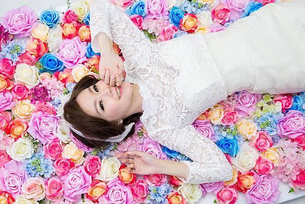 高雄婚紗攝影風格推薦:彩色花牆