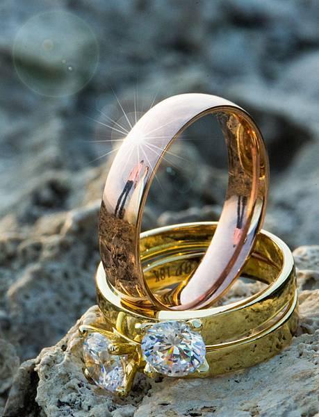 戒指婚紗反射創意攝影