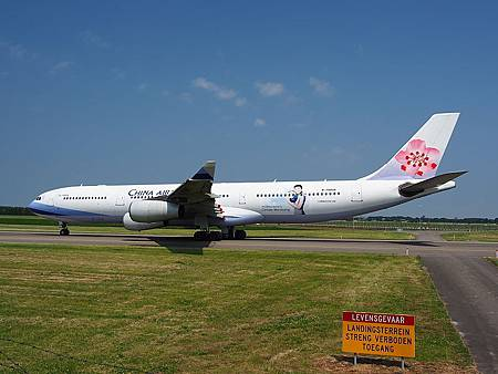 798px-B-18806_China_Airlines_Airbus_A340-313X_-_cn_433_pic5.JPG