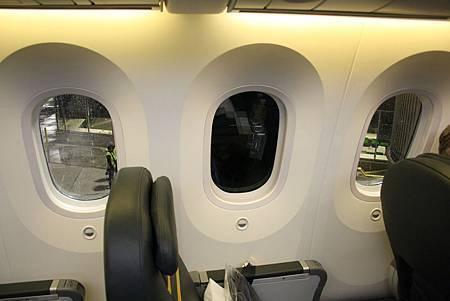 scoot-boeing-787-dreamliner-scootbiz-electric-window.jpg