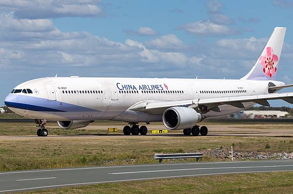 b-18317-china-airlines-airbus-a330-302_PlanespottersNet_508367.jpg