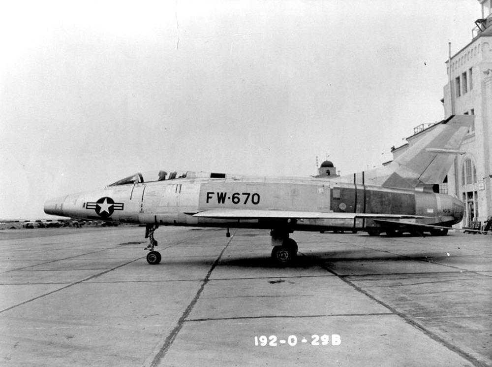 F-100A-20-NA 0151 53-1670.jpg