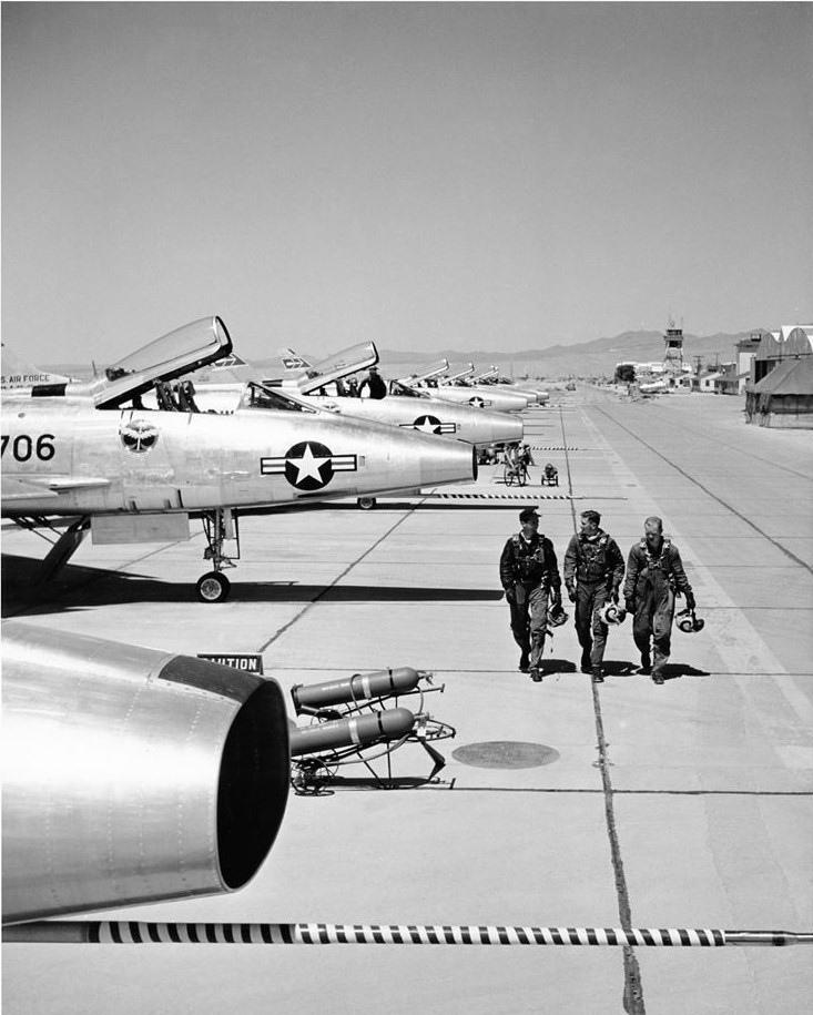 F-100A-20-NA 436 FDS 0179 53-1706b.jpg