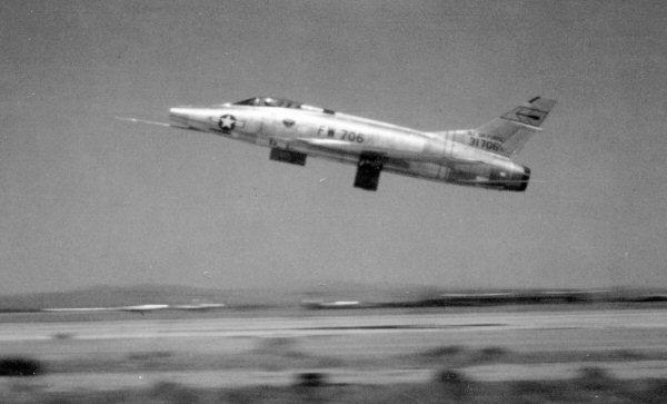 F-100A-20-NA 436 FDS 0179 53-1706a.jpg