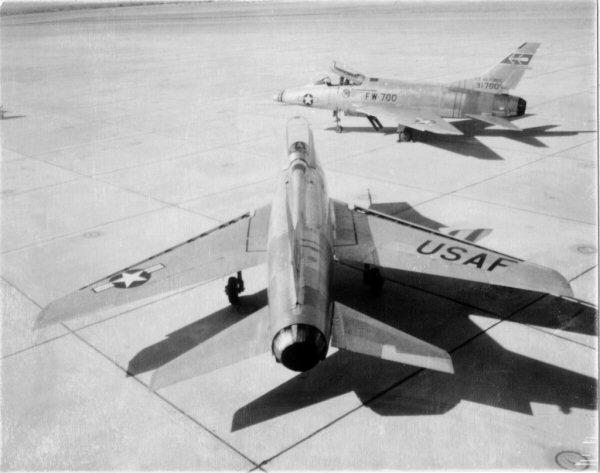 F-100A-20-NA 434 FDS 0174 53-1700a.jpg