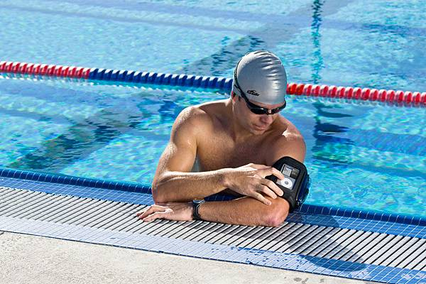 WaterproofArmbands_WA1_swimmer2.jpg