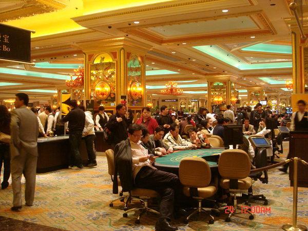 賭的人好多,最開心的是以HKD1000為本玩Black Jack,贏了HKD1600!!