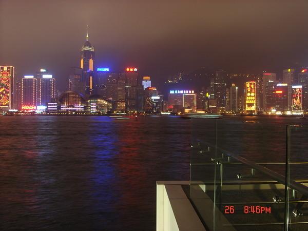 夜景都拍不好,這是從九龍星光大道觀賞香港島