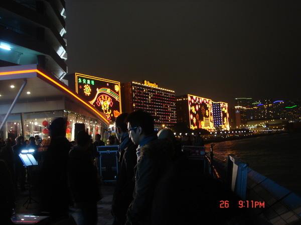 星光大道,九龍這邊的夜景,人很多,是主要觀光景點之一