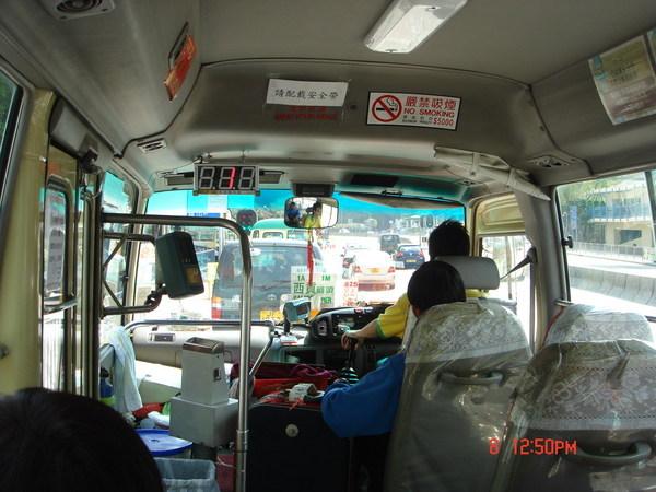 只搭Taxi跟地鐵的我,總算在香港坐到小巴了....