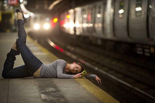 Dancer_amoung_us_10