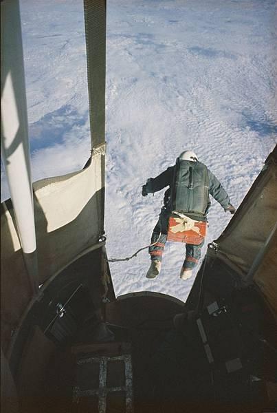 國家地理-2落傘.jpg