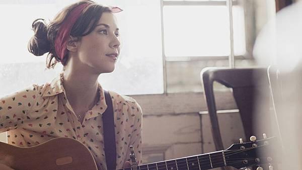 LISA_HANNIGAN_folk_guitar.jpg