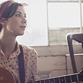 LISA_HANNIGAN_folk_guitar.jpg