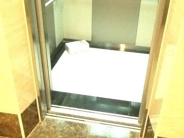 電梯1.jpg