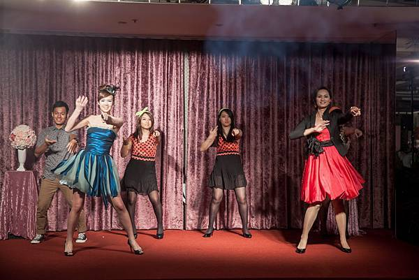 第二次進場「幸福御守團」帶給準新人們活潑的舞蹈表演