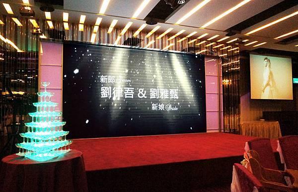 【演唱會級LED電視牆 首創世紀婚禮】