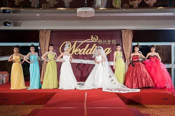 華麗婚紗與優雅禮服讓現場宛如一場時尚婚禮秀