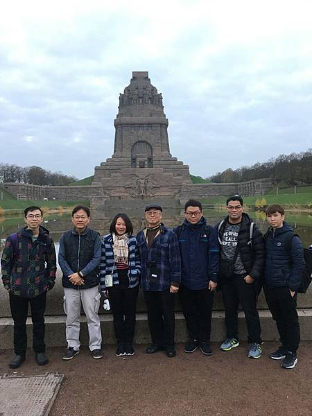 拿破崙戰敗記念碑-合照.jpg