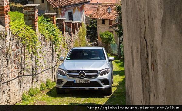 2017-Mercedes-Benz-GLC300-4MATIC-coupe-113-876x535.jpg