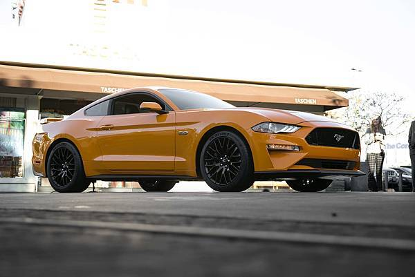 2018-Ford-Mustang-GT-V8-Performance-Pack-front-three-quarters.jpg
