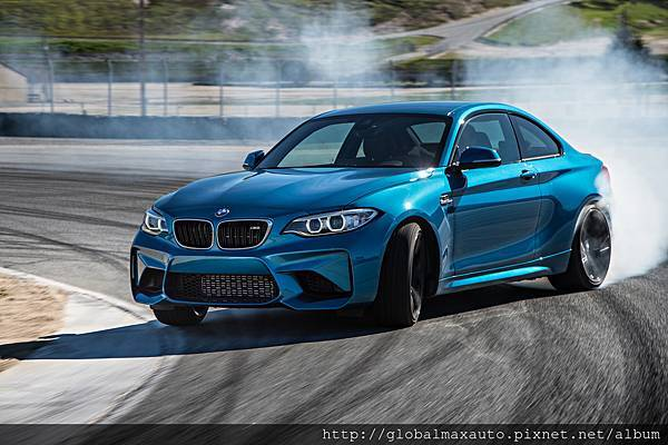 2016-BMW-M2-Coupe-front-three-quarter-in-motion-21.jpg