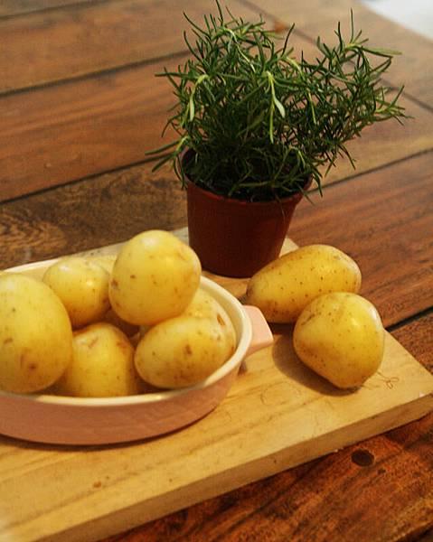 迷迭香薯塊加牛排 001.jpg