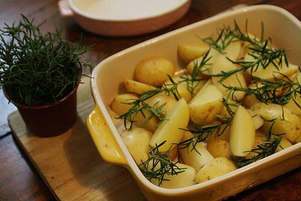 迷迭香薯塊加牛排 004.jpg