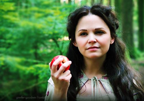 once-upon-a-time-ginnifer-goodwin-snow-white-02