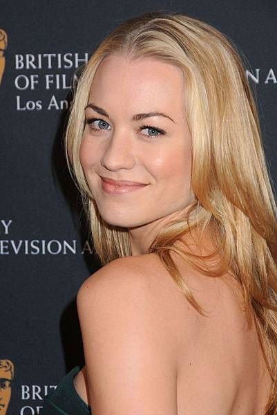 Yvonne-Strahovski-BAFTA-Tea-Party-2011-005