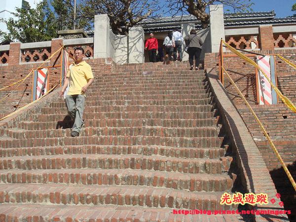 古堡階梯.jpg