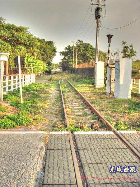 另一端的鐵道.jpg