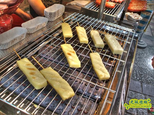 小米麻糬在烤架上的模樣.jpg