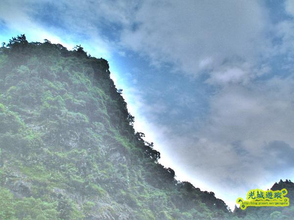 山壁一景與天色.jpg