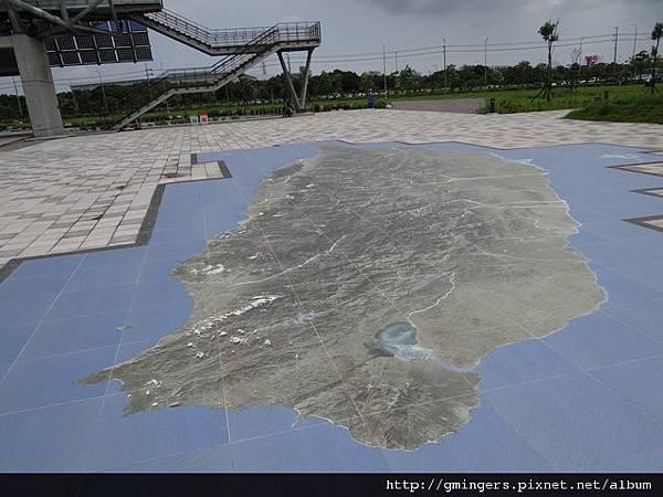 地上的台灣地型圖