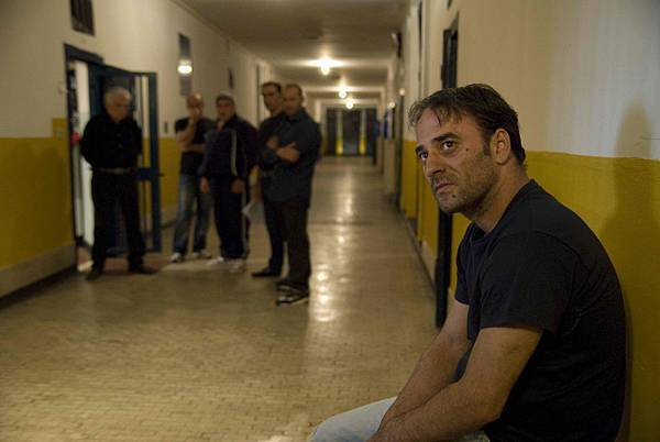 《凱撒必須死:舞台重生》柏林奪獎時,僅有一名獲釋演員薩爾瓦多斯特利安諾(Salvatore Striano)在場
