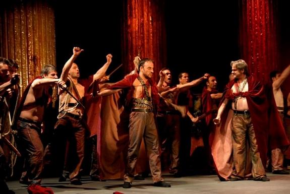 tn_大衛獎八項入圍《凱撒必須死》引發粉絲熱情「探監」