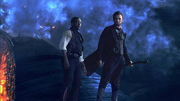 Abraham-Lincoln-Vampire-Hunter-on-top-of-train