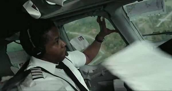 Denzel-Washington-in-Flight