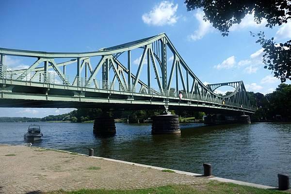 Glienicker_Brücke;_2010.jpg
