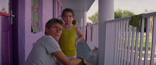 willem-dafoe-brooklynn-prince-the-florida-project-movie.jpg
