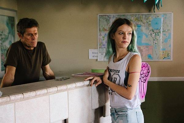 florida-project-the-2017-006-willem-dafoe-bria-vinaite-counter.jpg